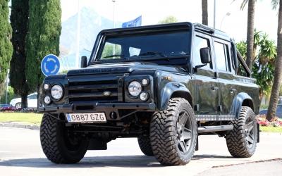 Land Rover Defender Works V8 – Cunild & Co